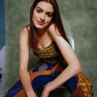 https://www.amazon.com/Hathaway-24X36-Poster-Print-LHG290655/dp/B012LZDIM8/ref=sr_1_62?ie=UTF8&qid=1493091863&sr=8-62&keywords=Anne++Hathaway%E3%80%80poster