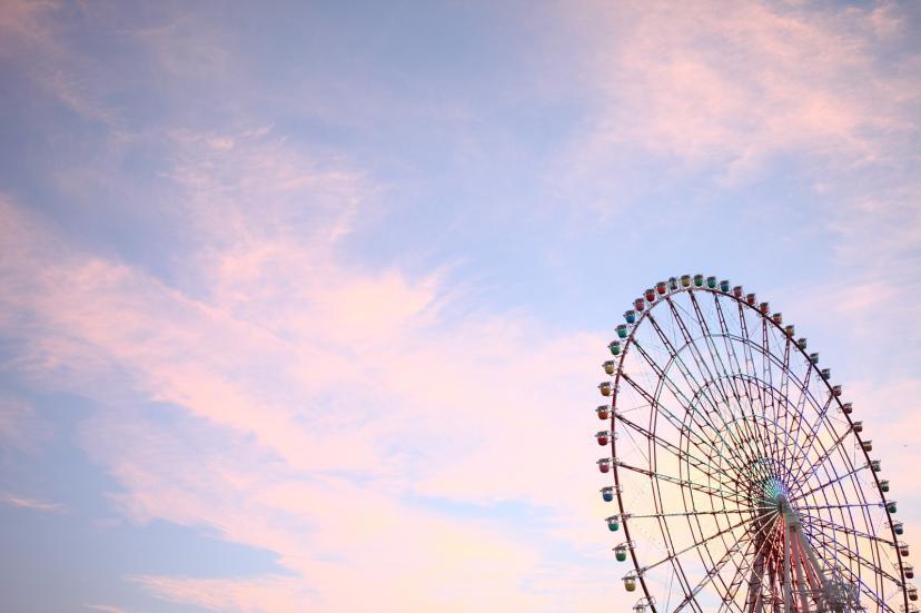 夕焼け空と観覧車