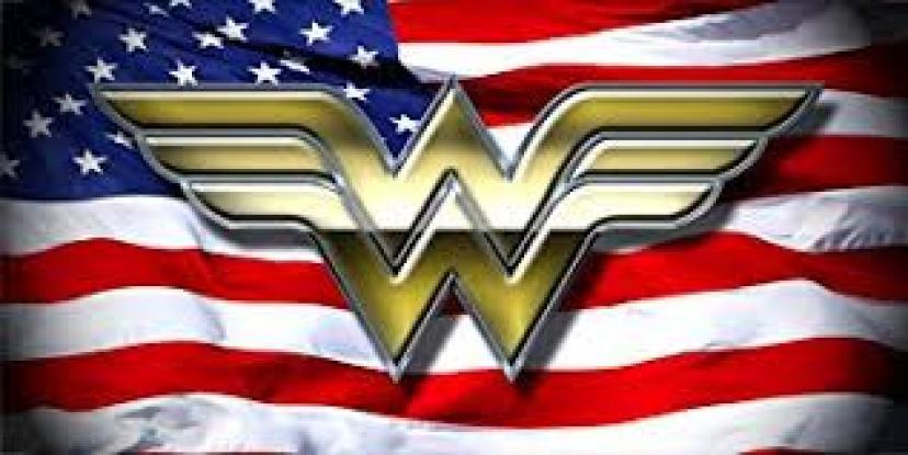 『ワンダーウーマン』ロゴとアメリカ国旗