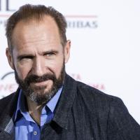 レイフ・ファインズ、『ハリーポッター』のヴォルデモート役が『007』にM役で出演