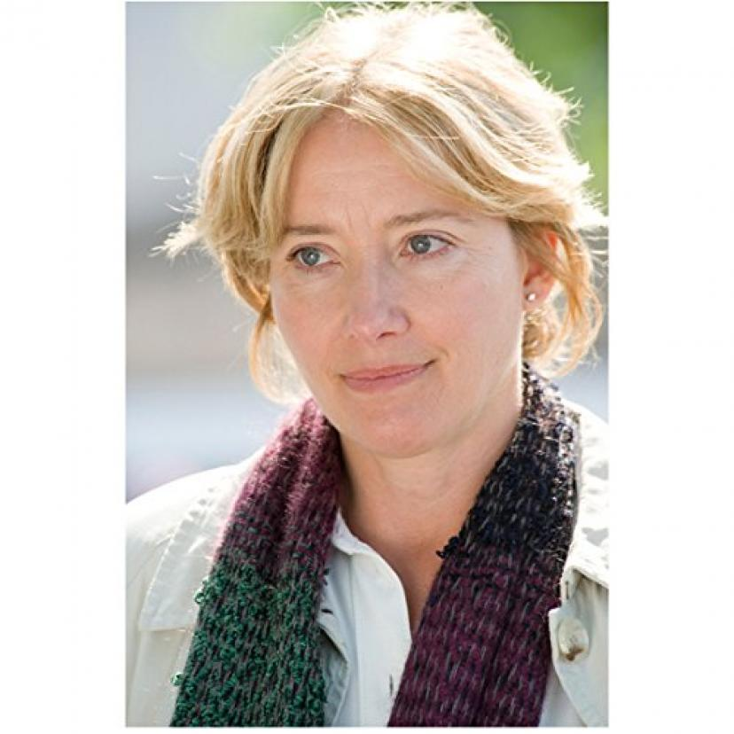 Last Chance Harvey (2008) 8 inch x 10 inch Photo Emma Thompson Head Shot White Shirt & Scarf kn[エマトンプソン][エマ・トンプソン]