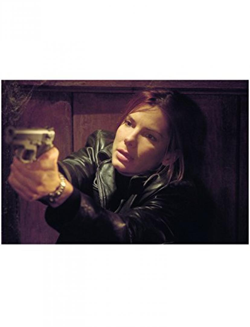 Murder by Numbers Sandra Bullock as Cassie / Heather Pointing Gun 8 x 10 inch photo[サンドラブロック][サンドラ・ブロック]