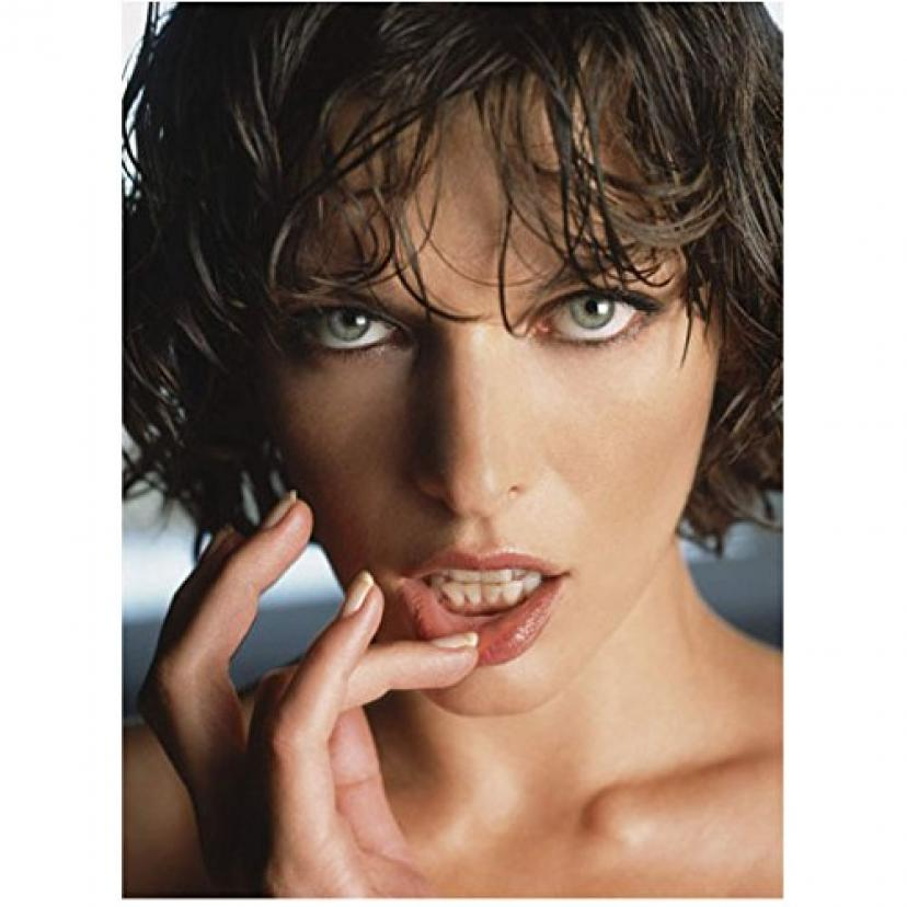 Milla Jovovich 8 inch x10 inch Photo The Fifth Element Resident Evil: Apocalypse Resident Evil: Extinction Seductively Playing w/Lower Lip Head Shot kn[ミラ・ジョヴォヴィッチ]