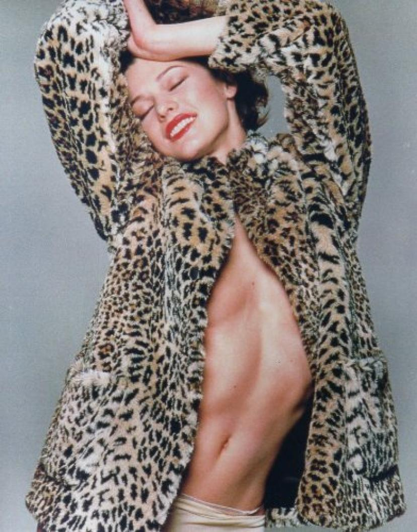 Milla Jovovich sexy in fur 8x10 glossy Photo #F003[ミラ・ジョヴォヴィッチ]