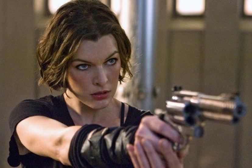 Resident Evil Afterlife Milla Jovovich Gun 11x17 Mini Poster[ミラ・ジョヴォヴィッチ]