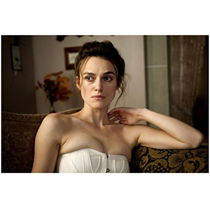 A Dangerous Method 8x10 Photo Keira Knightley on Couch in White Bustier Pose 2 kn[キーラ・ナイトレイ][キーラナイトレイ]