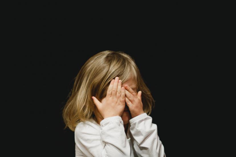女の子 涙 泣ける フリー画像