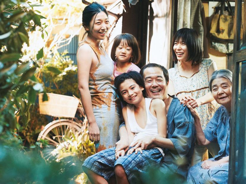 『万引き家族』