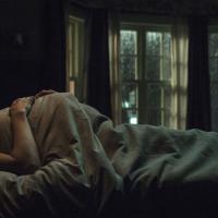 耳が聞こえない妊婦を謎の女が追い回す、ホラー映画『インサイド』が超怖そう