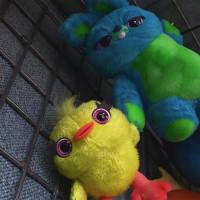 ダッキー&バニー、『トイ・ストーリー4』のかわいい毒舌コンビに注目!