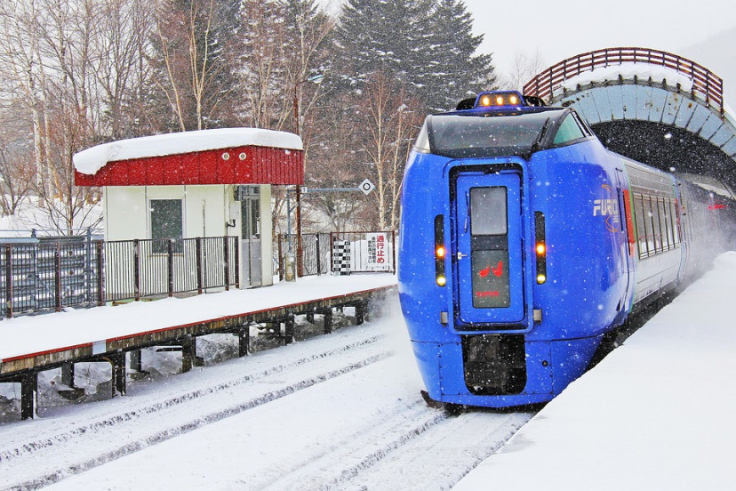 列車 北海道 雪 フリー画像
