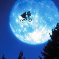 名作映画『E.T.』友情のウラに隠れたテーマを解説!37年ぶりに感動の続編も公開