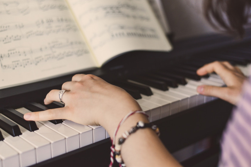 ピアノ、楽譜、フリー素材